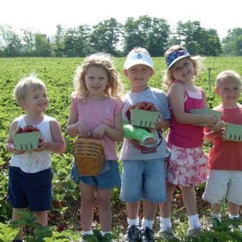 Nolan, Amelia, Bailey, Riley & Marin are all long time pickers at Monroe's Orchard!